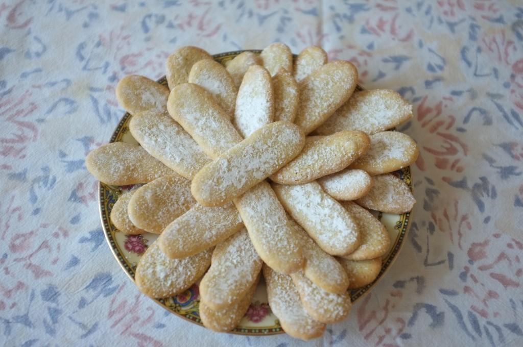 """biscuits """"langue de chat"""" saupoudrer de sucre glace"""