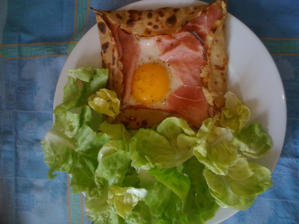 crêpe salée sans gluten au sarrasin oeuf, jambon, gruyère