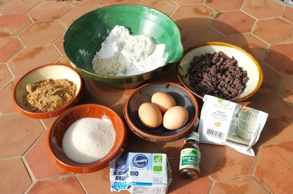 Ingrédients san gluten pour le cookies géant aux pépites de chocolat