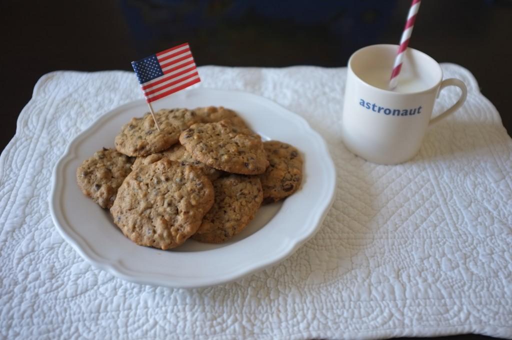 Ces cookies rassemblent les 3 symboles culinaires de la patisserie américaine: pépites de chocolat, beurre de cacahouète et noix de pécan
