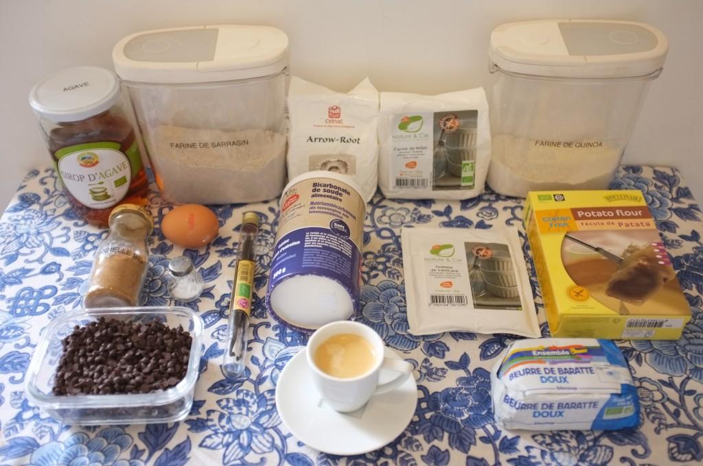 Les ingrédients pour les cookies au café et pépites de chocolat