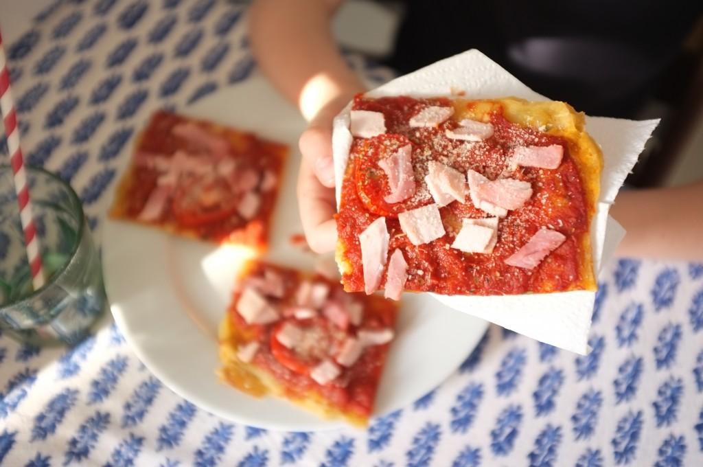 Mon fils préfère une pizza tomate, jambon, parmesan