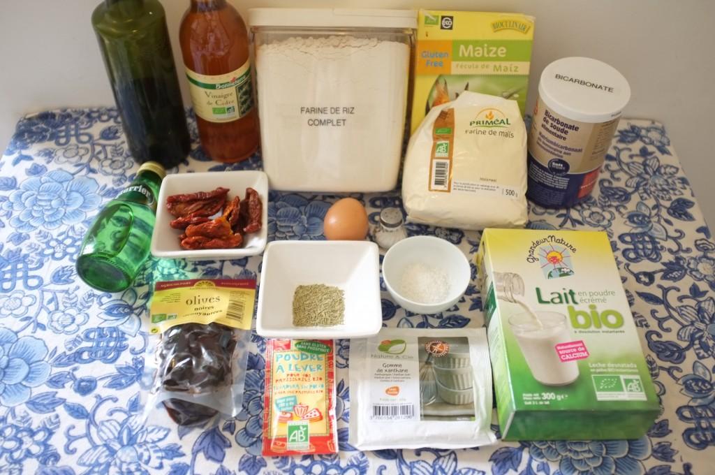 Ingrédients pour la Foccacia sans gluten aux olives noires et tomates séchées