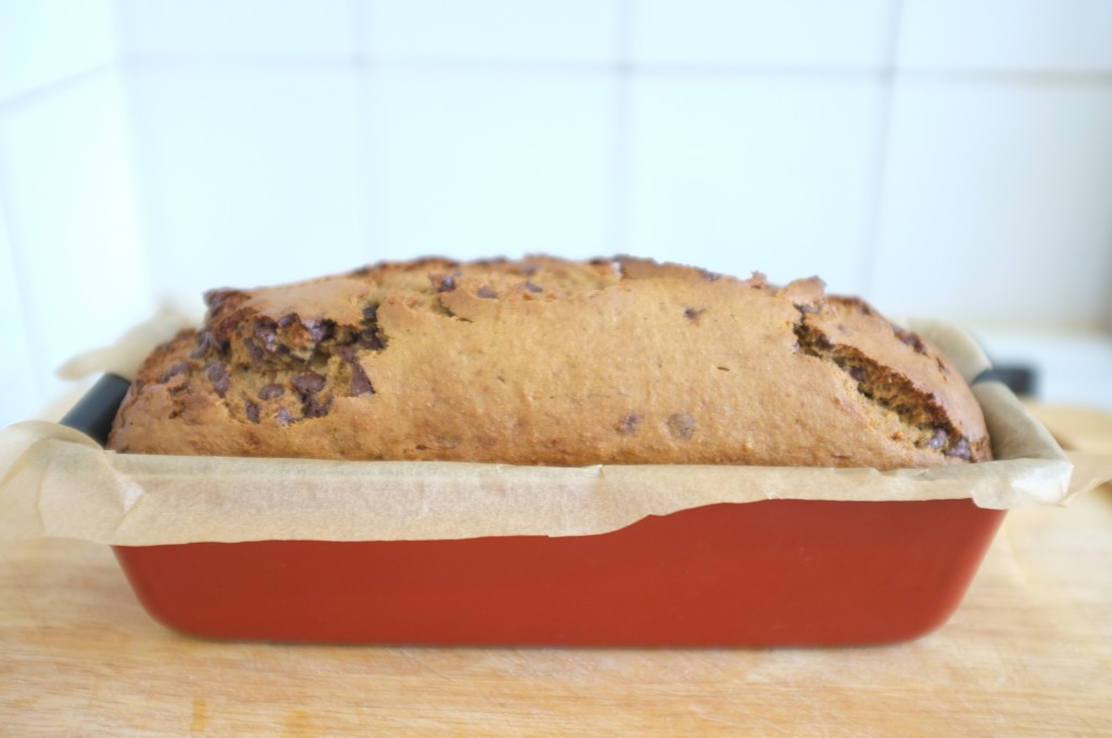 Le Banana Bread repose 5 mn dans son moule, après la cuisson, avant d'entre être  enlevé