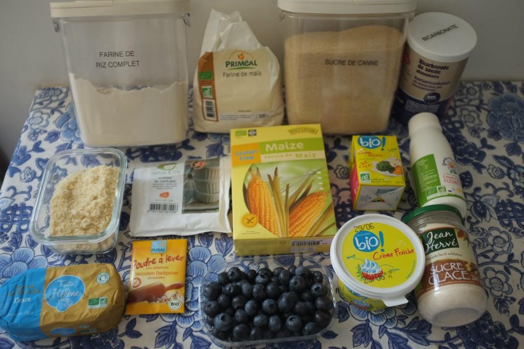Les ingrédients pour le gâteau sablé bleu-blanc-rouge. Sur la photo, il manque les framboises...Désolée...