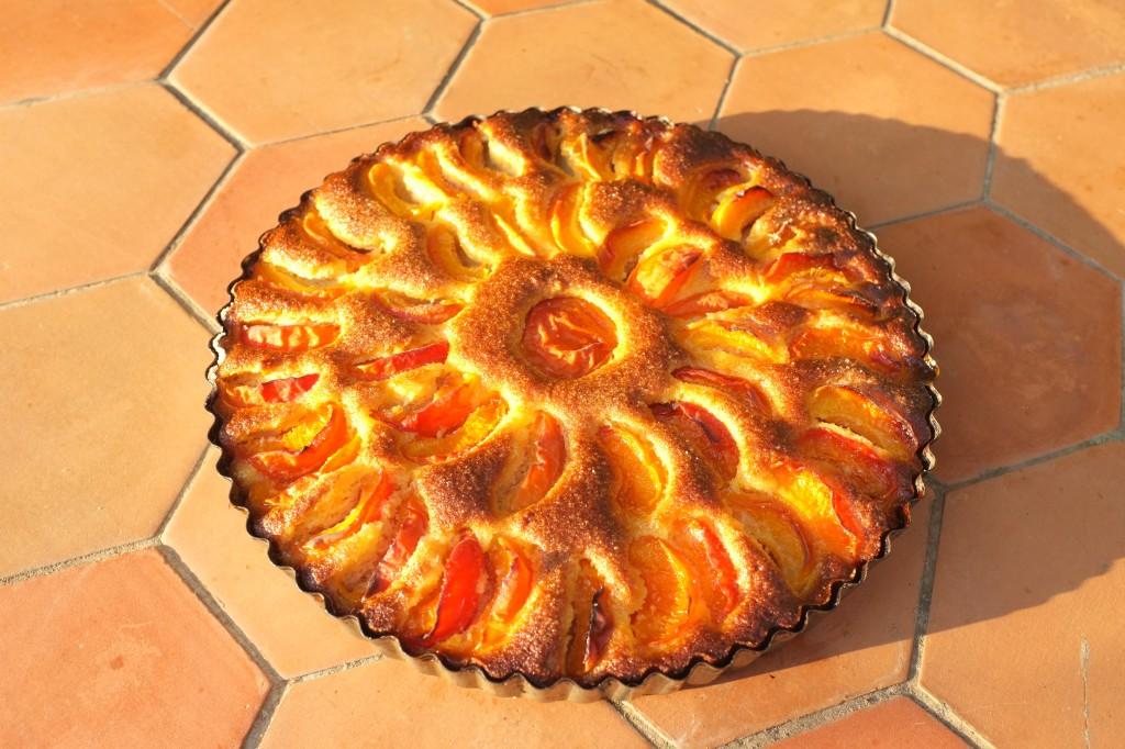 La tarte à l'abricot à la sortie du four