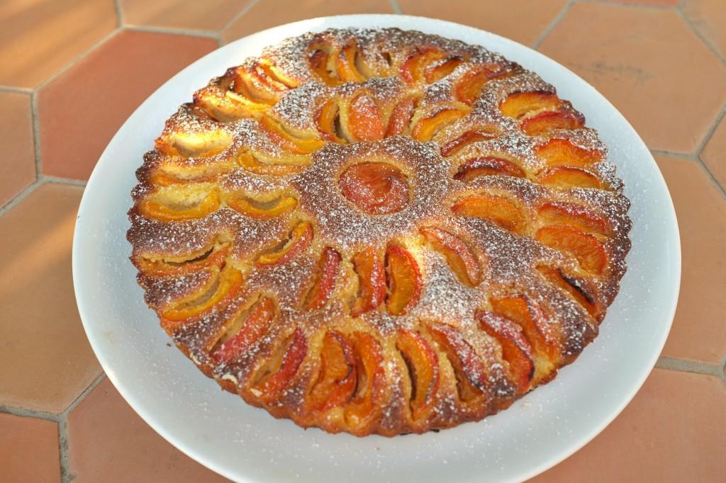 La tarte à l'abricot saupoudrée de sucre glace