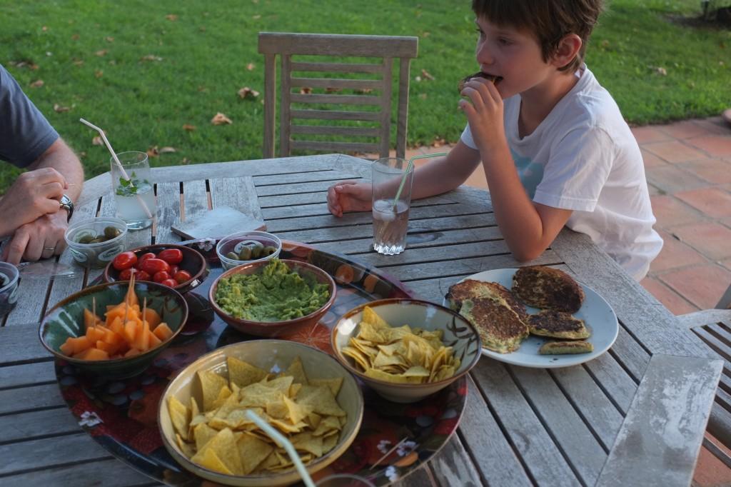 L'heure de l'apéro et des petites crêpes de courgettes pour les enfants...et les grands