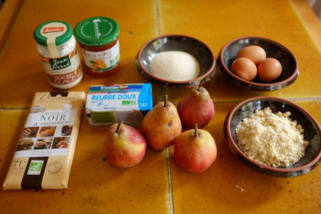 Les ingrédients pour le gâteau au poire et chocolat
