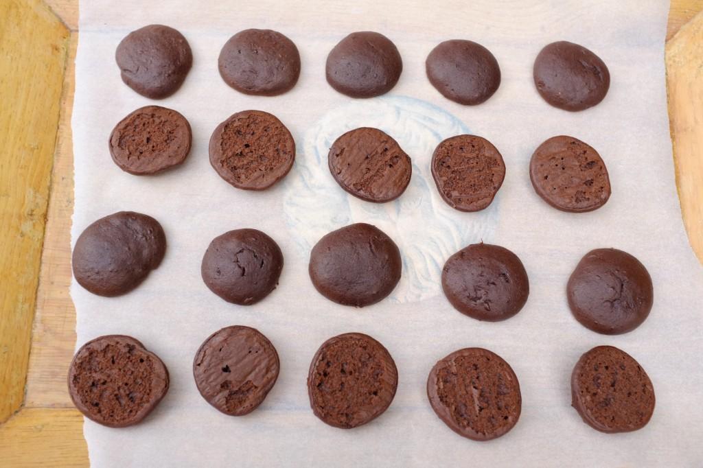 """Il faut """"marier"""" les biscuits whoopie par taille et forme..."""