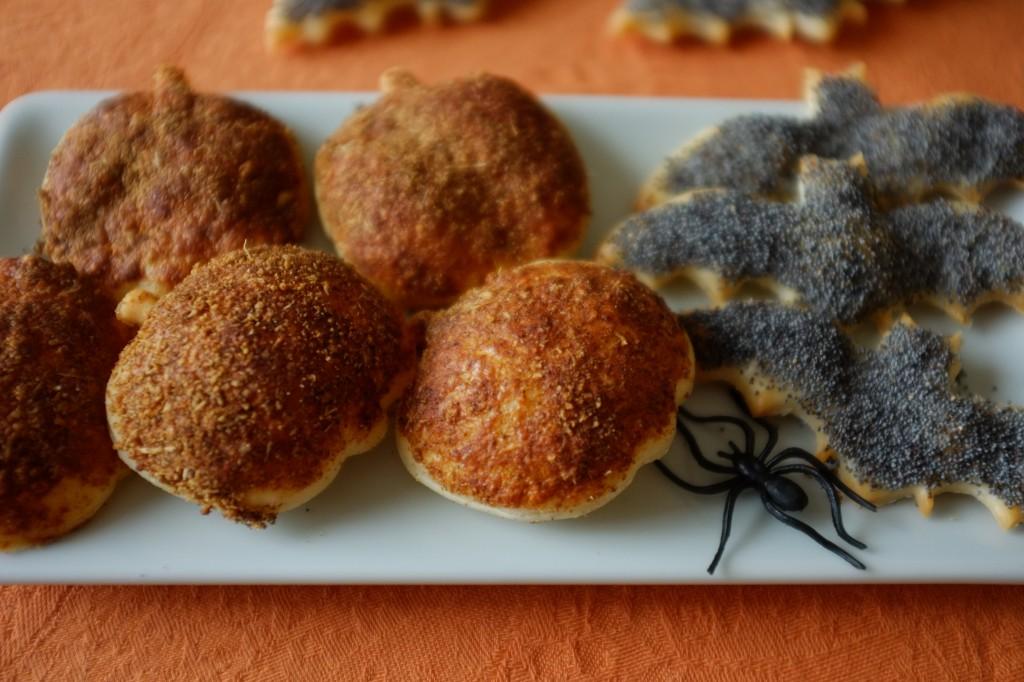 Des citrouilles au paprika et des chauve-souris au graine de pavot pour un apéritif d'Halloween