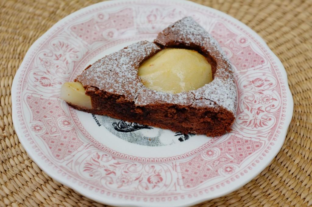 Le gâteau poire et chocolat pour le dessert du déjeuner