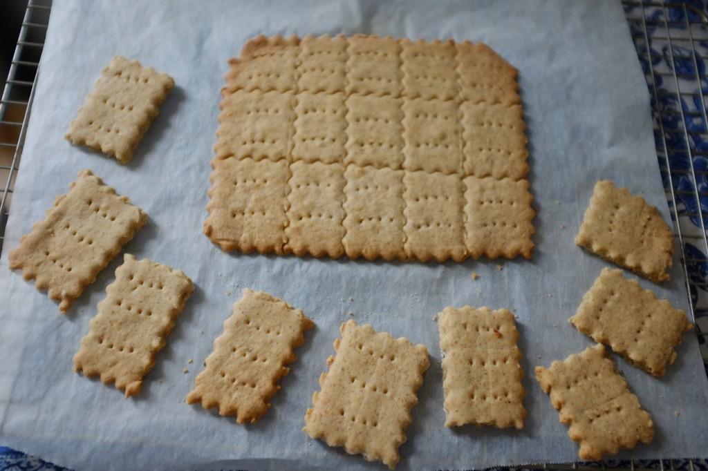 Découpé ainsi, les biscuits sans gluten se séparent sans se casser