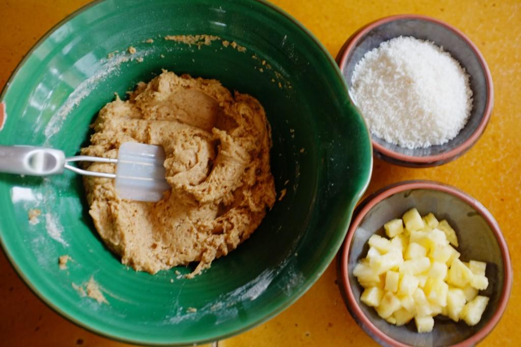 La pâte à muffins avant l'ajout de la noix de coco râpée et le l'ananas en morceaux