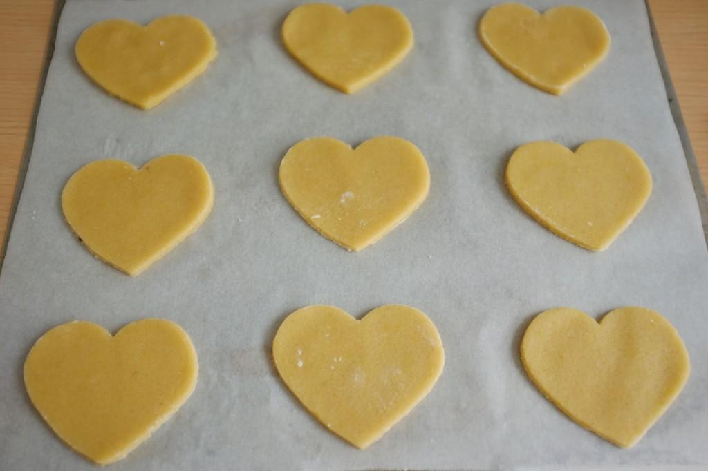 Les biscuits sans gluten en forme de coeur