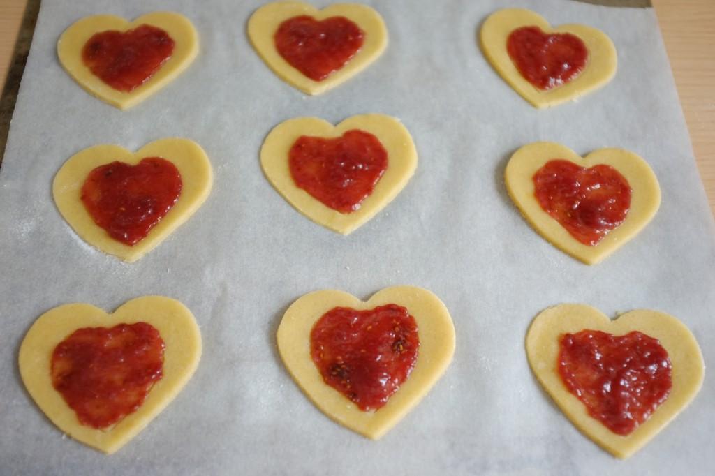 Les biscuits sans gluten litchi-framboise avant d'être enfournés