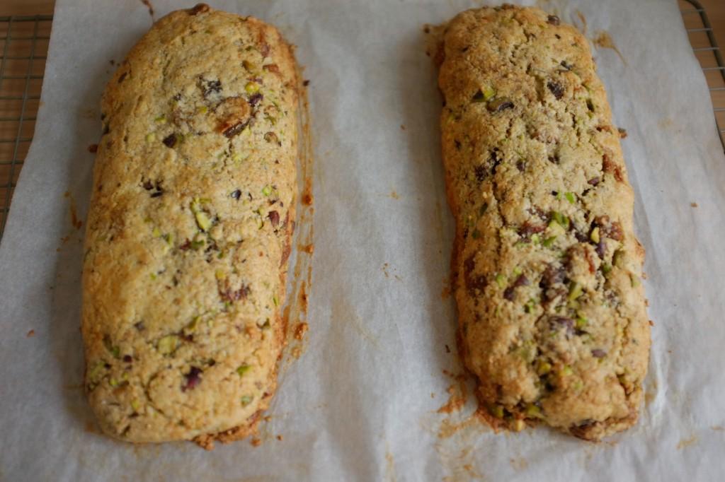 Les pains pour biscotti sans gluten à la sortie du four