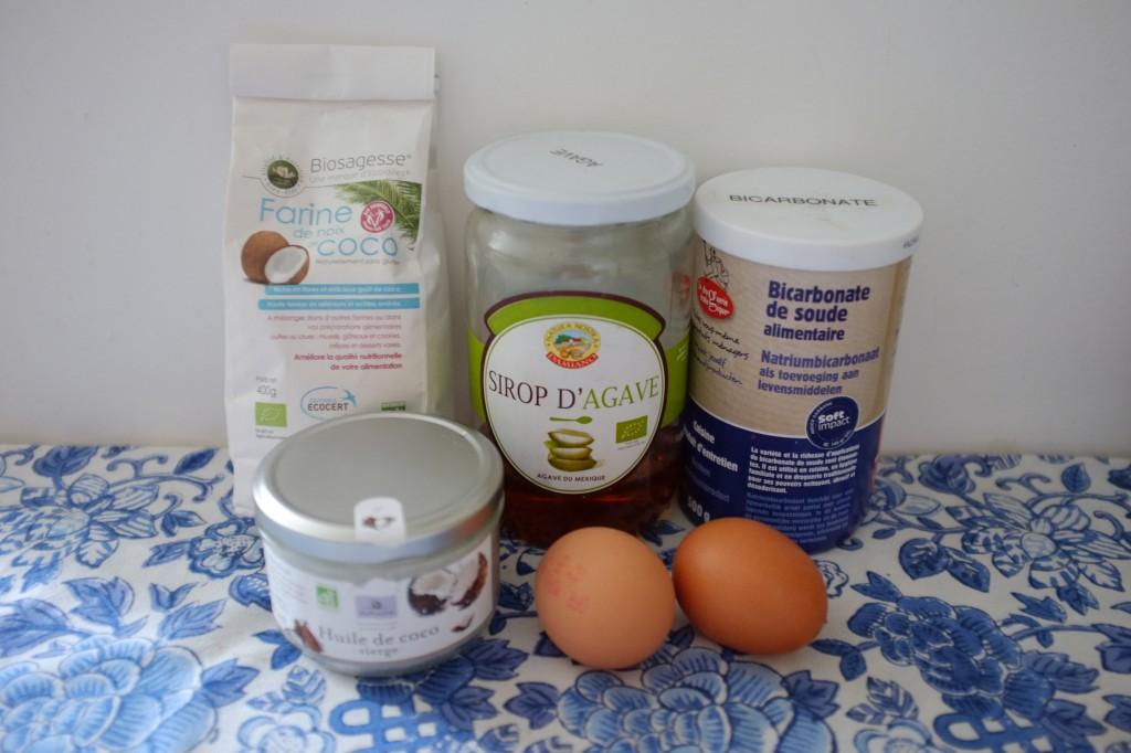 Les ingrédients sans gluten pour les biscuits à la farine de coco
