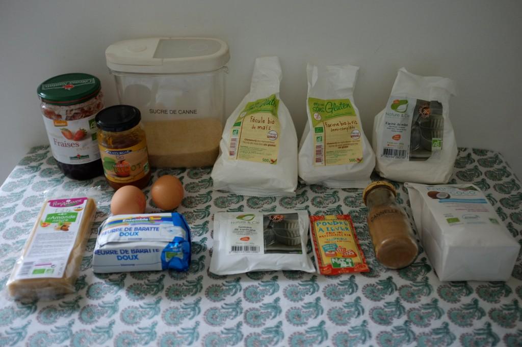 Les ingrédients sans gluten de biscuits amaretti à la confiture