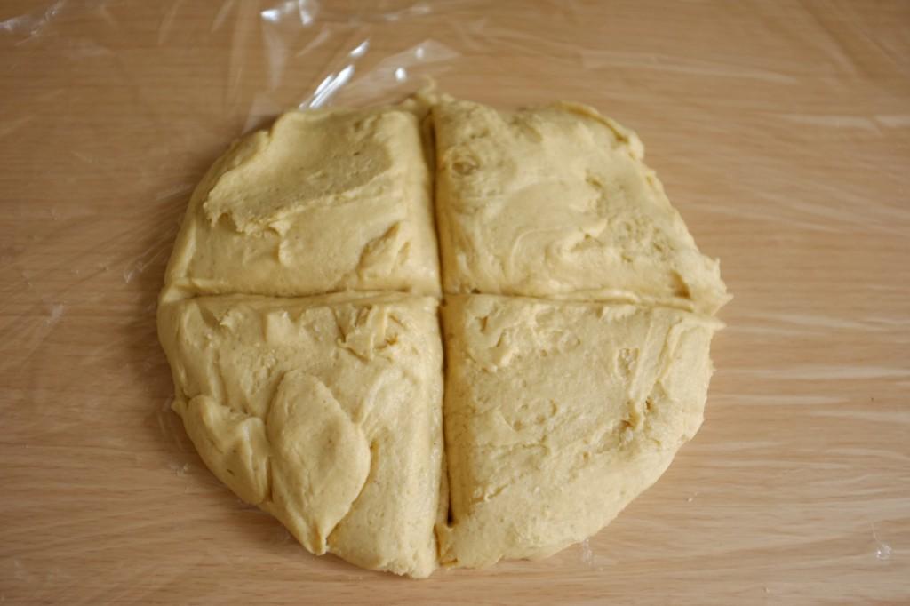 Je divise la pâte en 4 parties égales