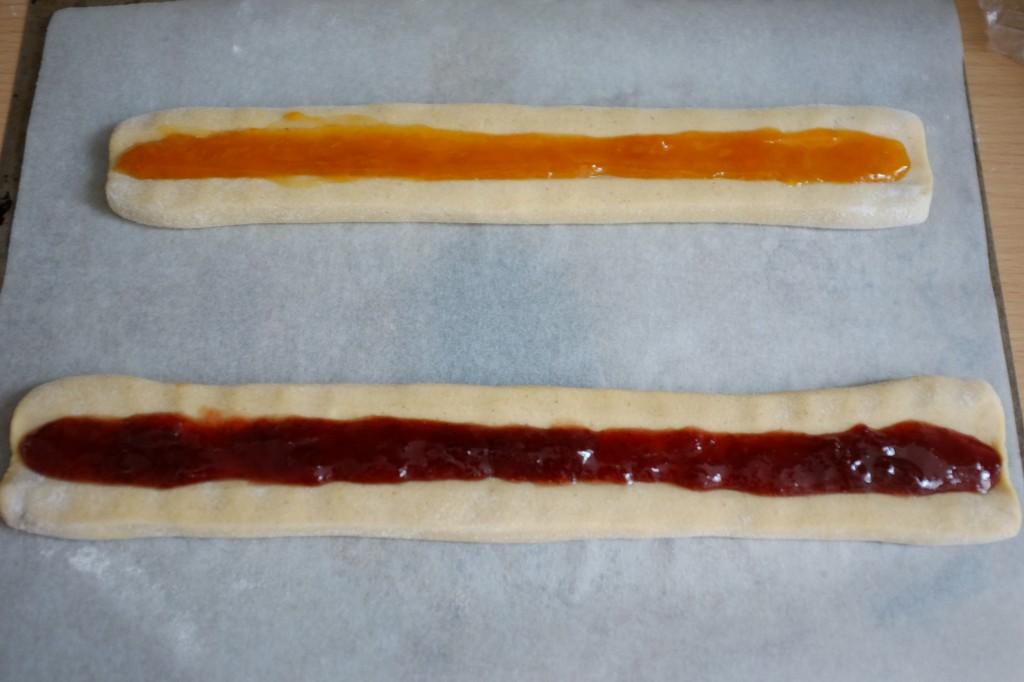 Les biscuits amaretti sans gluten à la confiture avant d'être enfournés