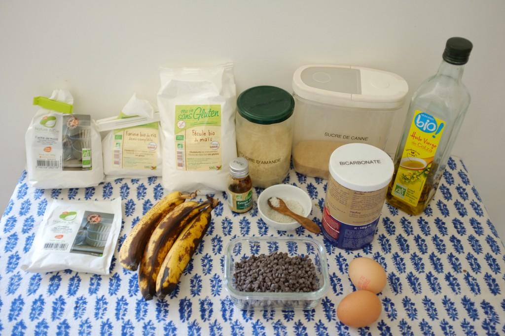 Les ingrédients sans gluten pour le cake banane-chocolat. Attention, sur la photo j'ai oublier la poudre à lever.