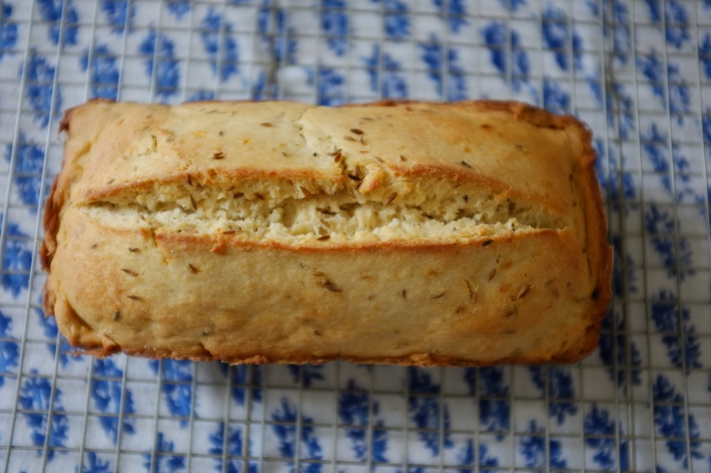 Le pain sans gluten à la bière et au cumin vu de haut