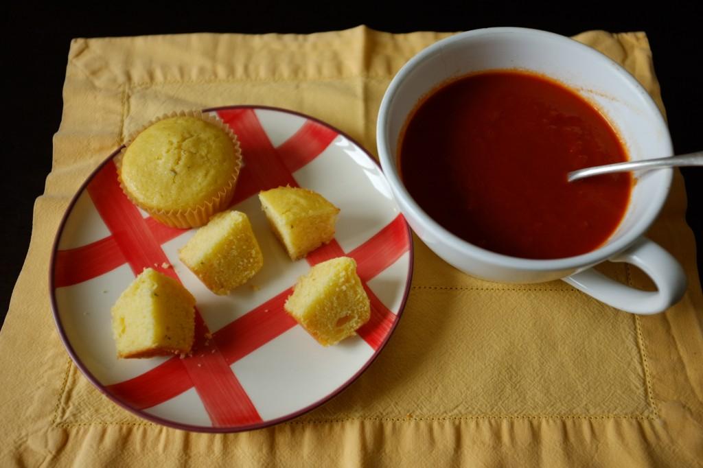 Les muffins sans gluten maïs et cheddar pour accompagner un velouté de tomate
