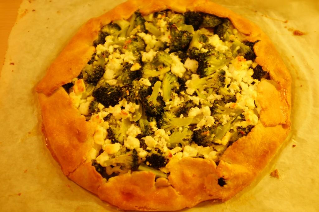 La tarte rustique aux brocolis à la sortie du four