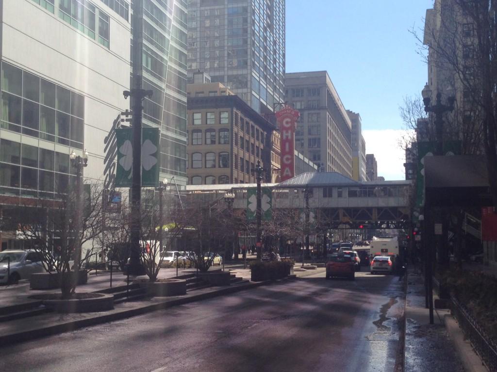 Le trèfle Irlandais est partout dans les rues de Chicago, photo vendredi 14Mars 2014