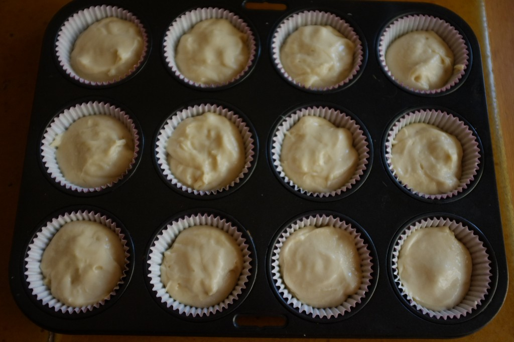 Les cupcakes sans gluten à la noix de coco avant d'être enfournés