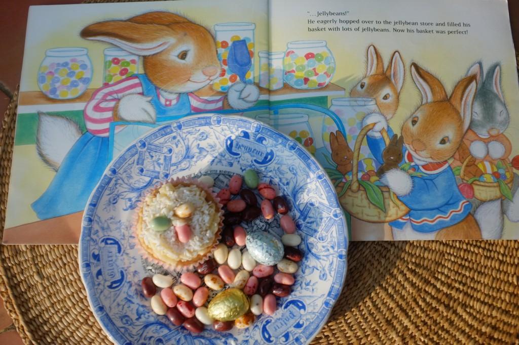 """Le livre préféré de mon fils enfant à Pâques était """"the best Easter basket ever!"""", où le petit lapin Albert apprend à préparer le panier de Pâques...avec des JellyBeans, forcément! Nous avons lu ce livre une bonne centaines de fois..."""