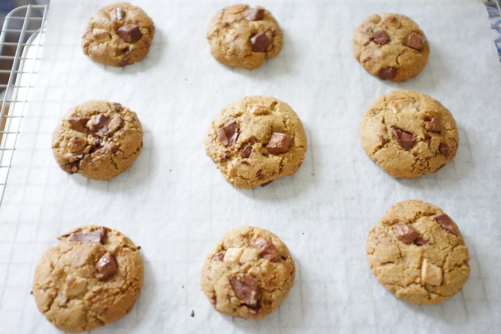 Les cookies sans gluten aux 3 chocolats à la sortie du four