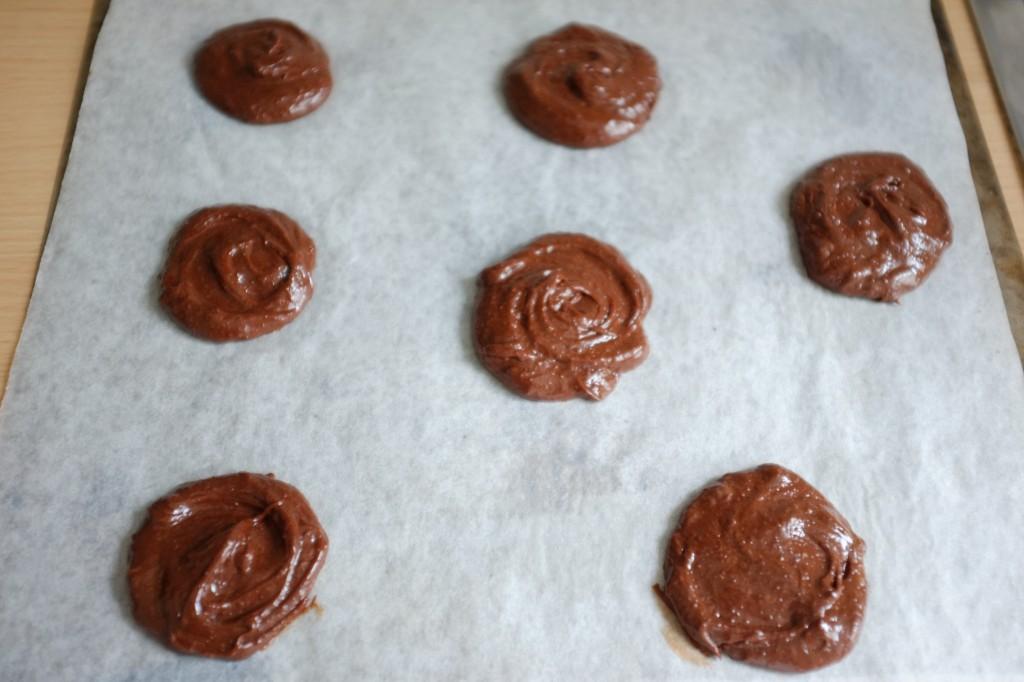 Les cookies-brownie au choclat sans gluten avant d'être enfournés