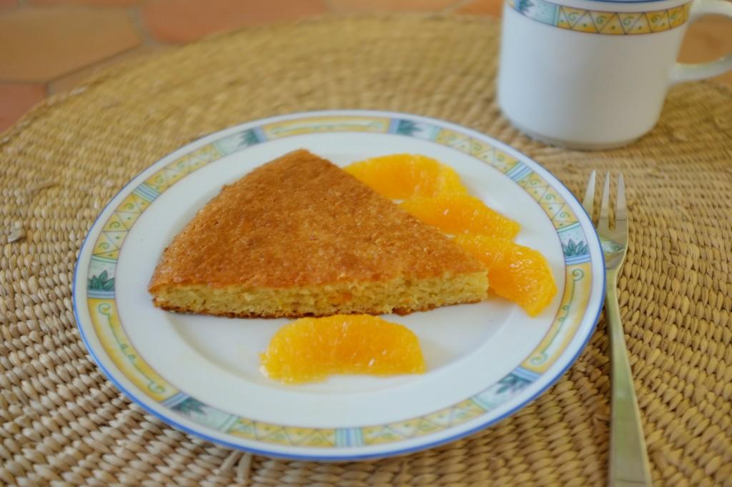 Le gâteau sans gluten à l'orange accompage aussi le thé des grands...