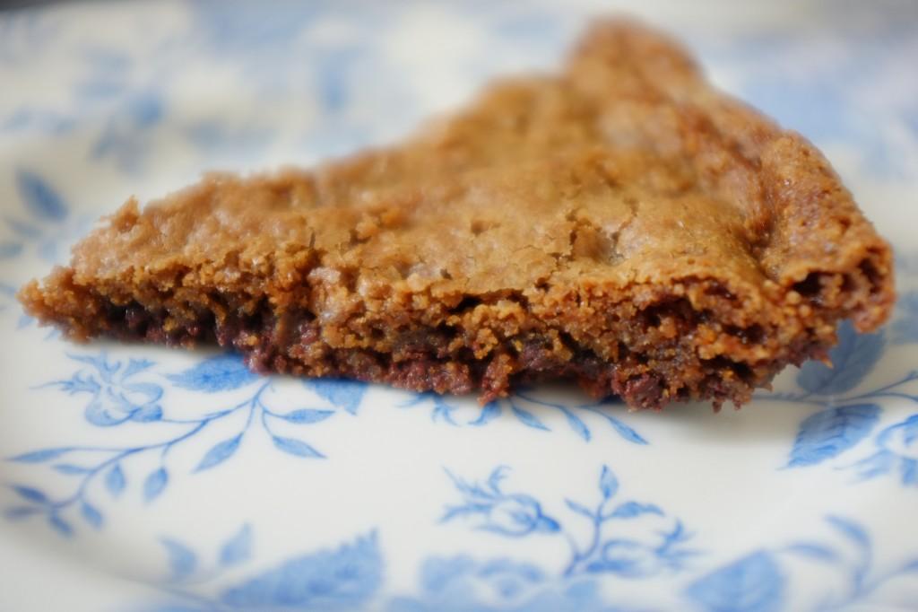 Une part de cookie au chocolat sans gluten