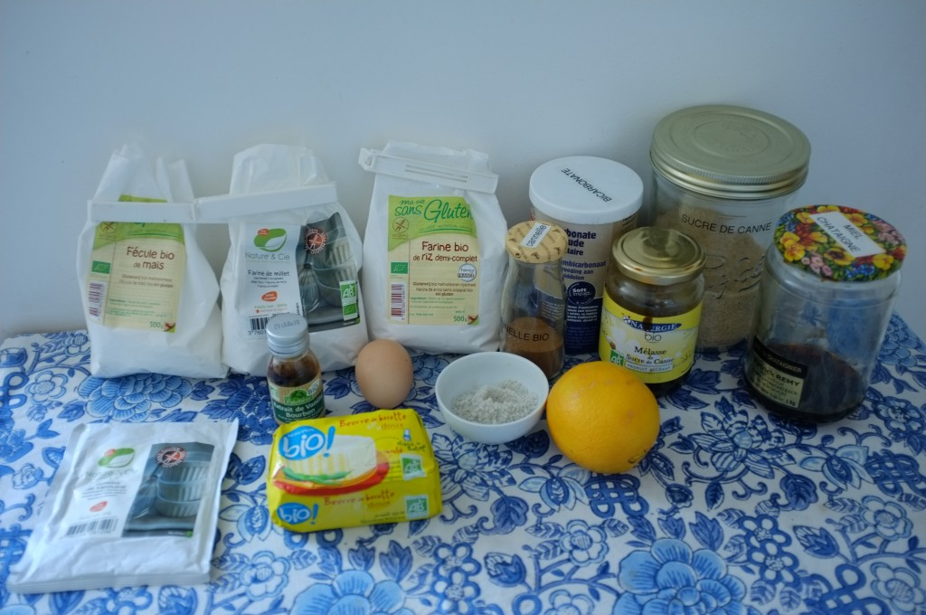 Les ingrédients sans gluten pour les cookies orange-cannelle