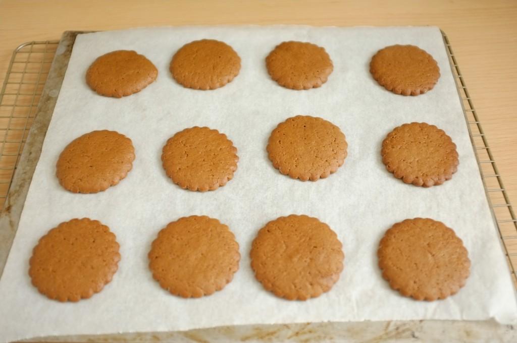 Les biscuits sans gluten orange-cannelle à la sortie du four