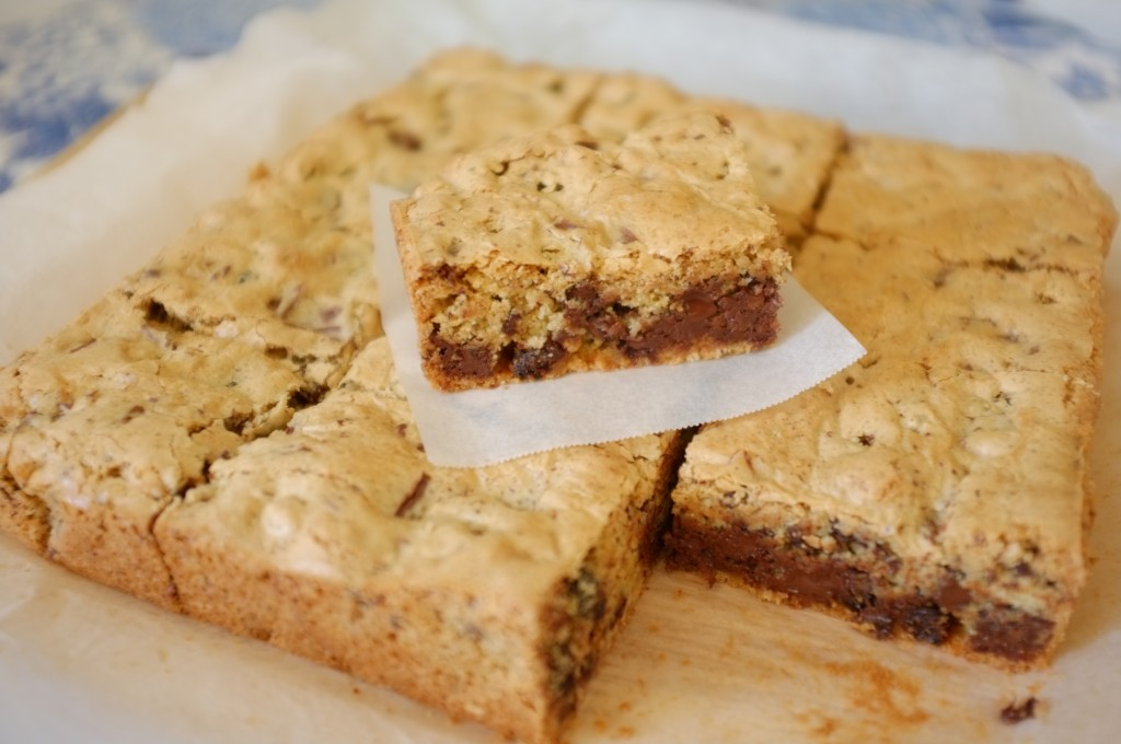 Le gâteau sans gluten aux raisins et éclats de chocolats