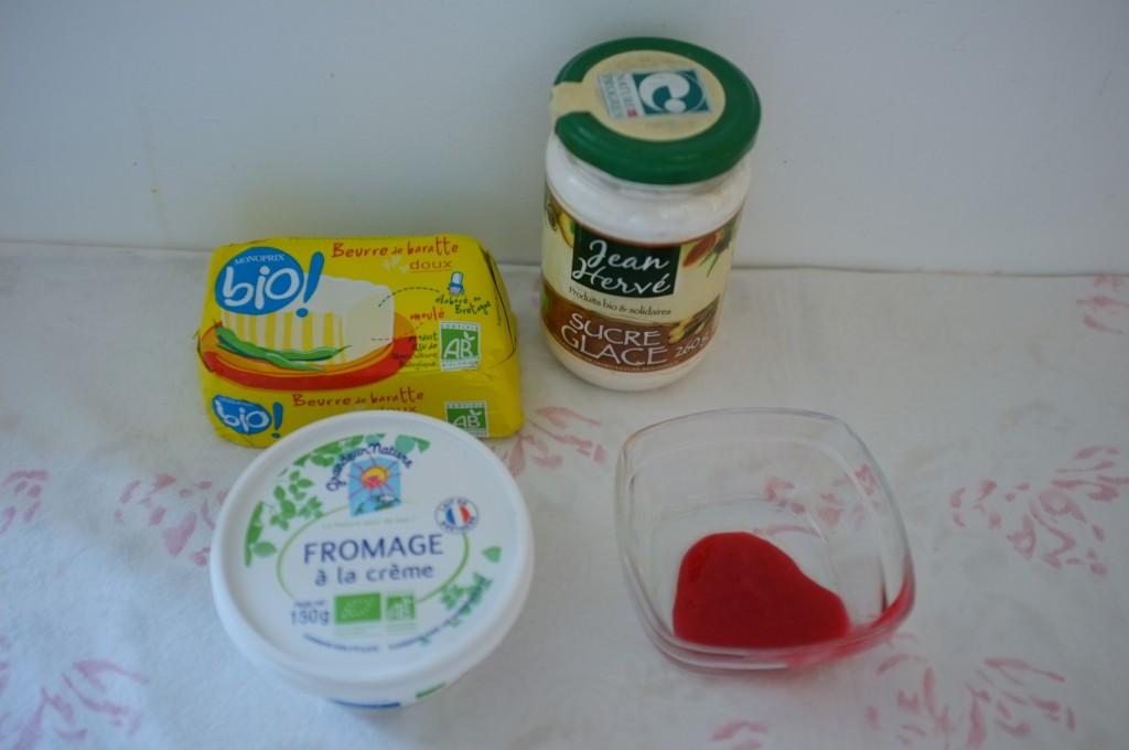Les ingrédients pour le glaçage des cookies roses pour Meredith