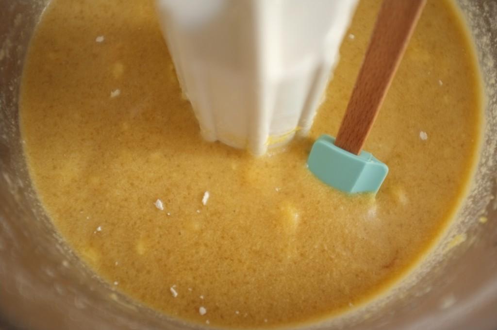 La pâte sans gluten pour la bûche de Noël est très liquide