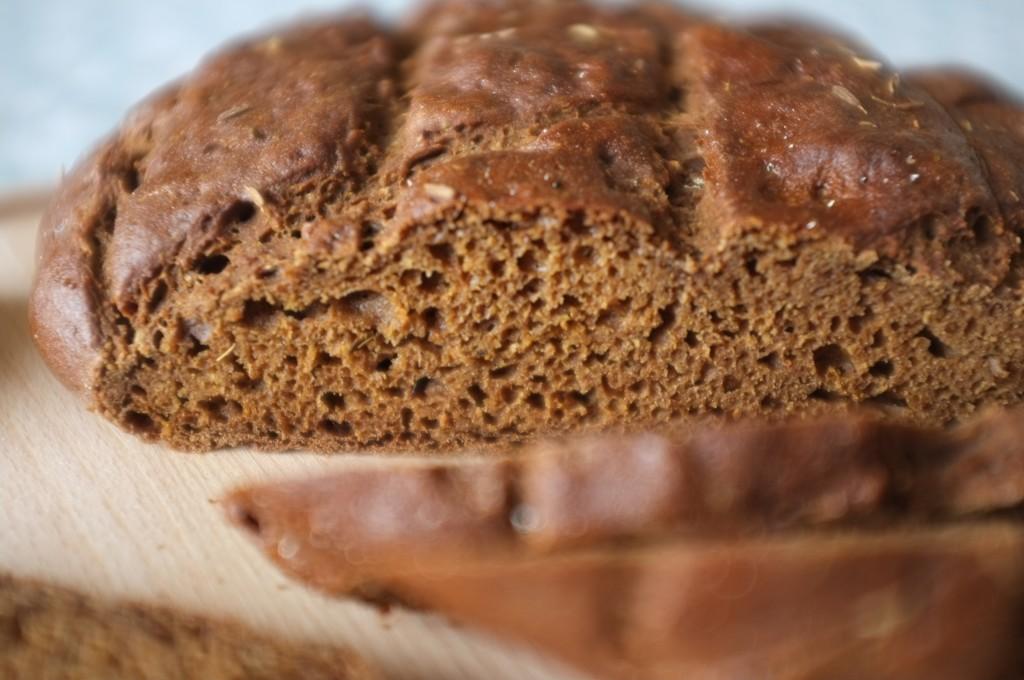 le pain rustique sans gluten au cumin et très tendre et  merveilleusement parfumé