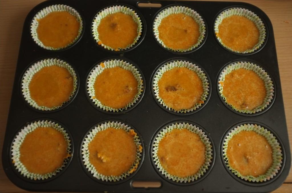 Les cupcake sans gluten à la carotte avant d'être enfournés sentent bons le pain d'épice
