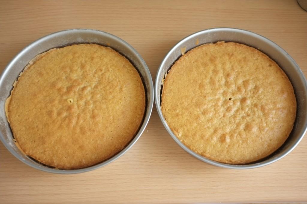 Les deux gâteaux Victoria à la sortie du four