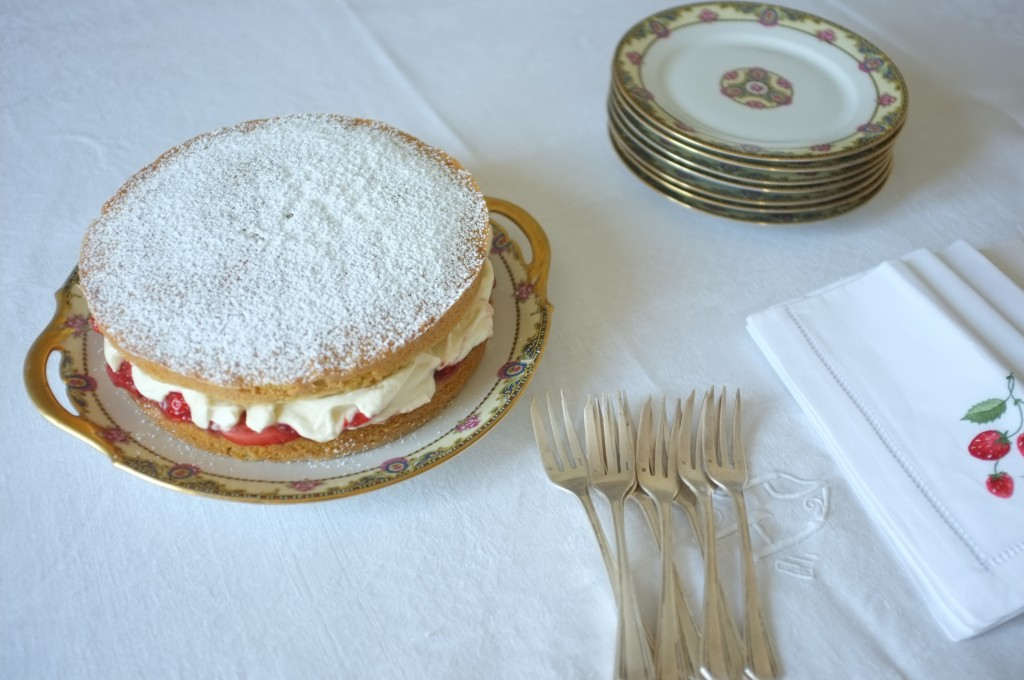 Le gâteau sans gluten Victoria prêt pour accompagner le thé
