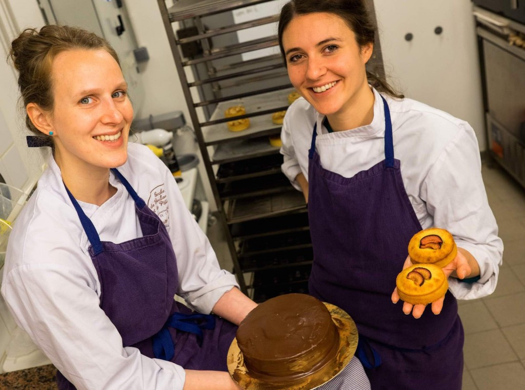 ALexandra et Sarah, les fondatrices de l'Atelier des Lilas dans leur cuisine certifiée sans gluten -Crédits Michael Barriera
