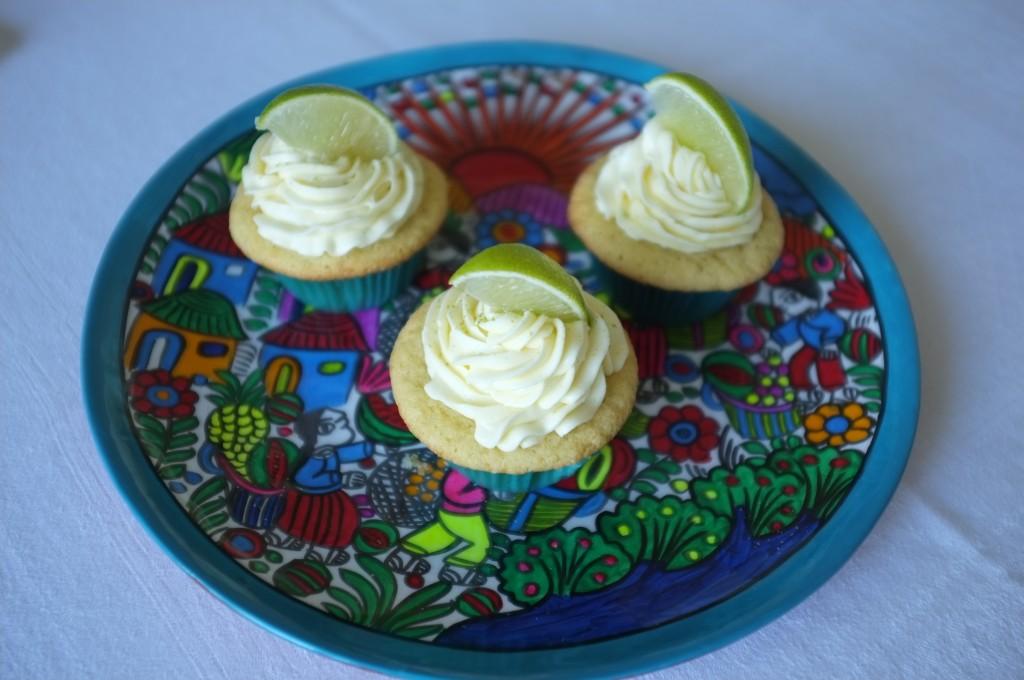 les cupcake sans gluten au citron sur la belle assiette mexicaine offerte par mon amie Delphine