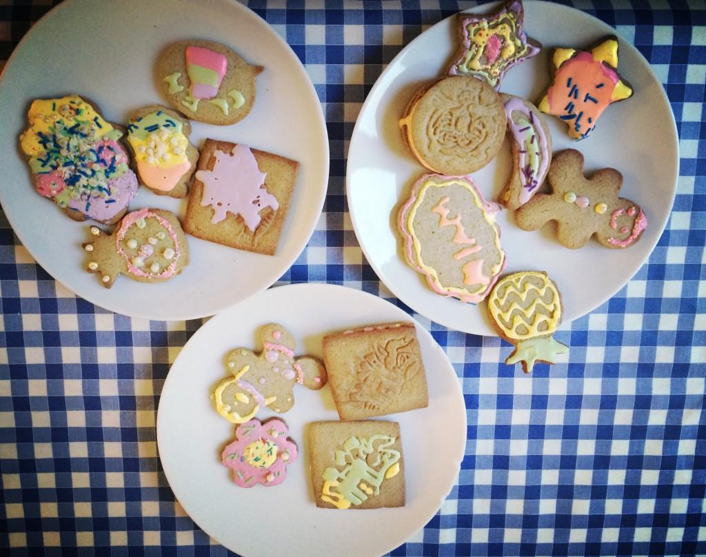 Les biscuits sans gluten décorés par les enfants! Ils étaient si contents qu'il fallait immortaliser ces merveilles...
