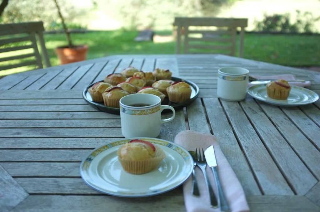 les muffins à la pèche sans gluten et sans lactose pour le petit déjeuner en Provence
