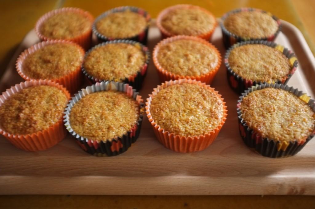 Les muffins sans gluten refroidissent complètement avant d'être glacé.